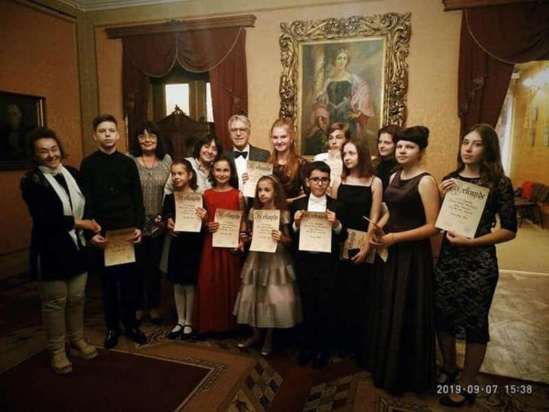 Мукачівка Олександра Макарова отримала першу премію фіналу фестивалю-конкурсу Фонду Міхаеля Стріхаржа