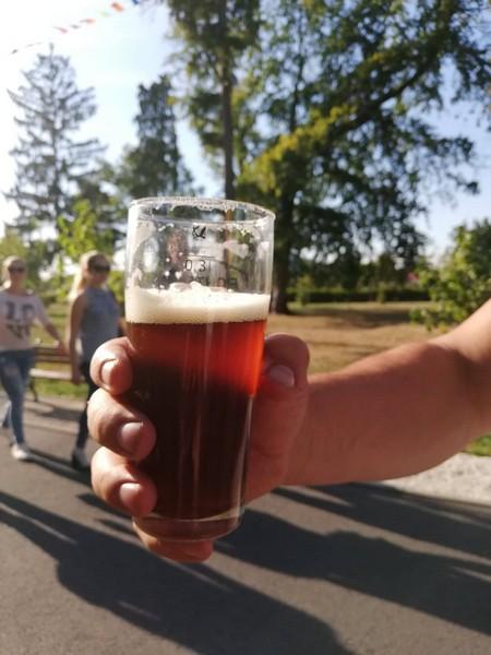Від зеленого «Патріка» до карамельно-кавового пива від «Ципи» . Що смакує гостям мукачівського фесту «Варишське пиво». ФОТО