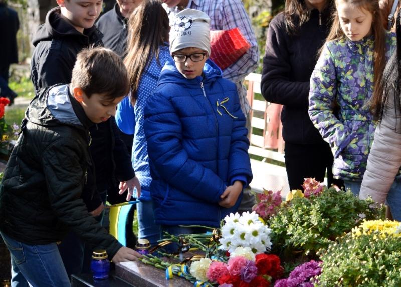 На Закарпатті вшанували загиблих захисників України. ФОТО