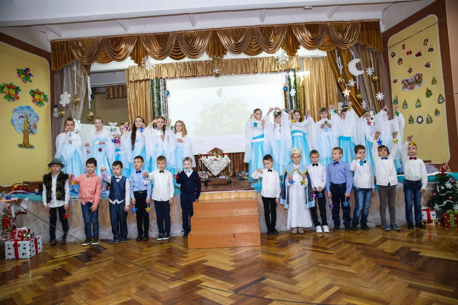 Хустські школярі відтворили унікальну різдвяну «Легенду про четвертого царя». ФОТО